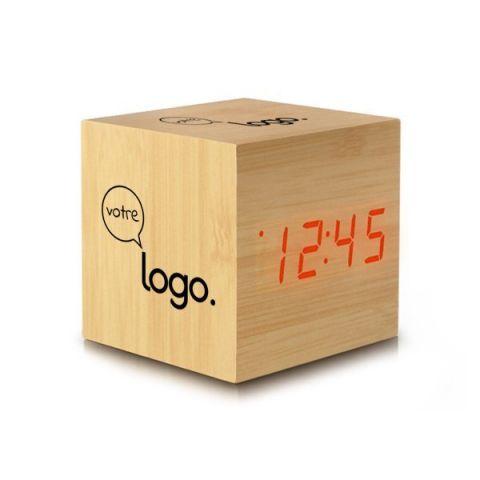 Pendulette réveil cube de bois personnalisé